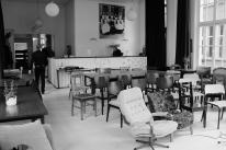 De zaal en bar met Joop Leferink